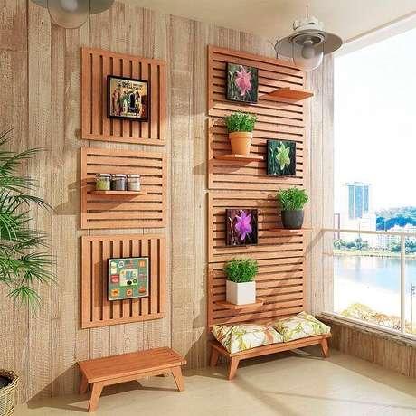 43. Banco de madeira baixas podem complementar sua área externa com jardim – Foto: Via Pinterest