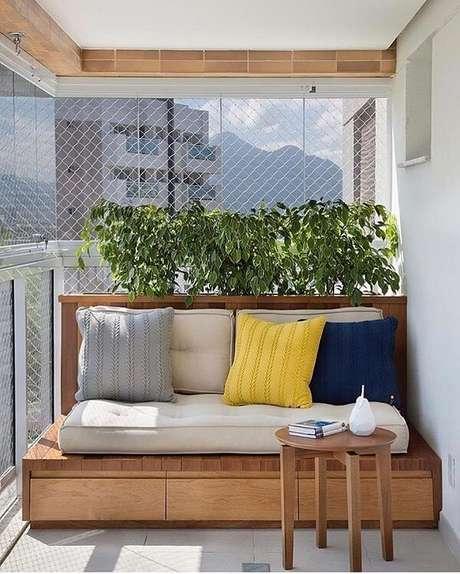 30. Banco com almofada traz comodidade ao ambiente – Foto: Via Pinterest