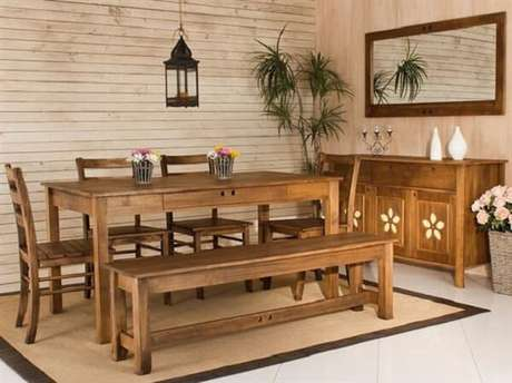 7. Bancos de madeira na cozinha são uma escolha clássica, não tem como errar – Foto: Decoração e arte