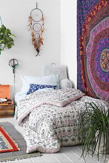 13. O filtro dos sonhos é muito utilizado na decoração do quarto, geralmente posicionado na parede da cabeceira da cama – Foto: Fresh Design Pedia