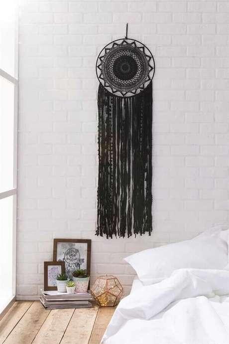 18. O filtro dos sonhos preto ganha bastante destaque em um ambiente clean – Foto: Pinterest