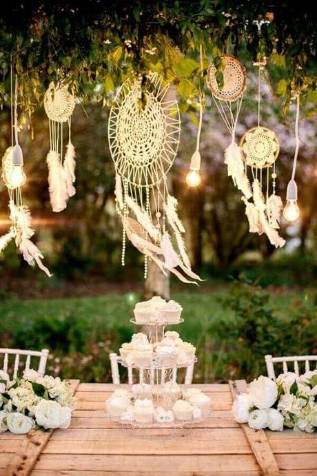 23. Decoração para festa com vários filtros dos sonhos – Foto: Archzine