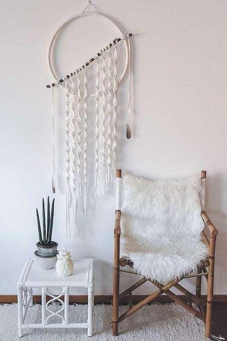 28. Decoração estilo escandinava com filtro dos sonhos branco – Foto: Diario Artesanal
