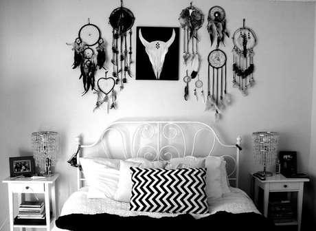 35. Decoração para quarto preto e branco com vários filtros dos sonhos – Foto: Steemit