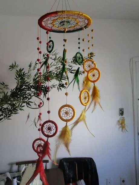 45. As penas utilizadas nos filtros dos sonhos representam a sabedoria e coragem – Foto: Home Decoration Ideas