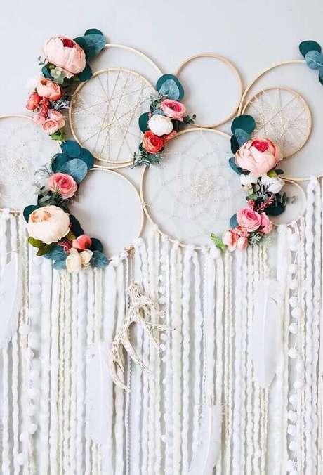 49. Lindos filtros dos sonhos decorados com flores para festa de casamento – Foto: FirePont