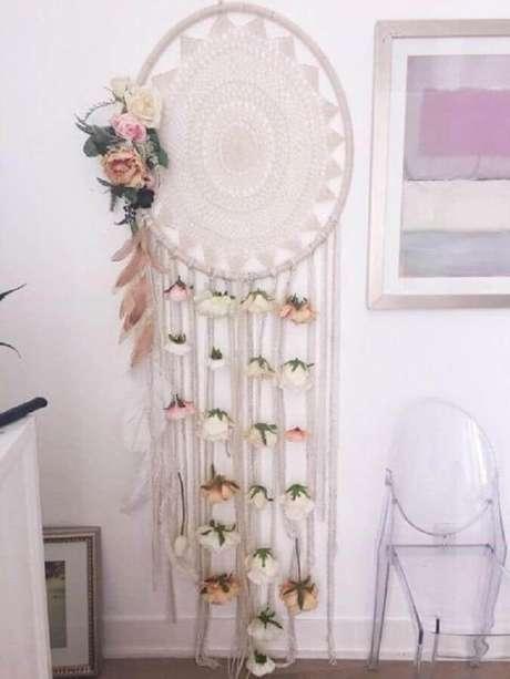 50.Filtro dos sonhos grande super delicado decorado com pequenas flores – Foto: Pinterest