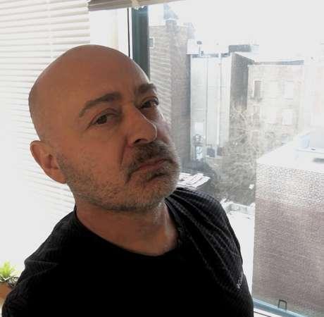 Marco DaCosta está em quarentena há três semanas em seu apartamento no Bronx