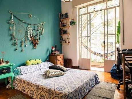 7. Decoração hippie com filtro dos sonhos para quarto de casal – Foto: Estúdio Cicada