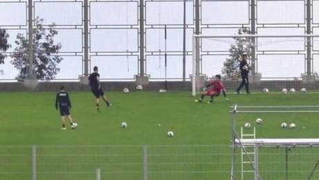 Cristiano Ronaldo foi vistotreinando acompanhado de outras pessoas na Ilha da Madeira