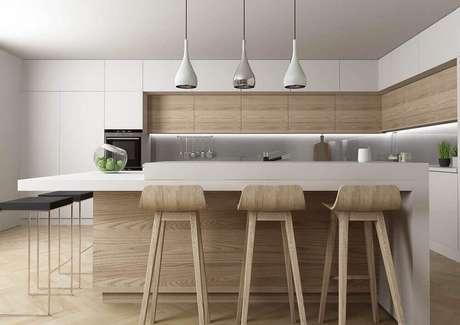 40. Pendente para bancada de cozinha com decoração clean