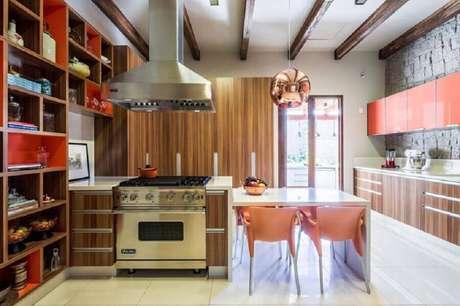 57. Decoração com pendentes para cozinha redondo com acabamento em rose gold – Foto: Antônio Ferreira Junior e Mário Celso Bernardes