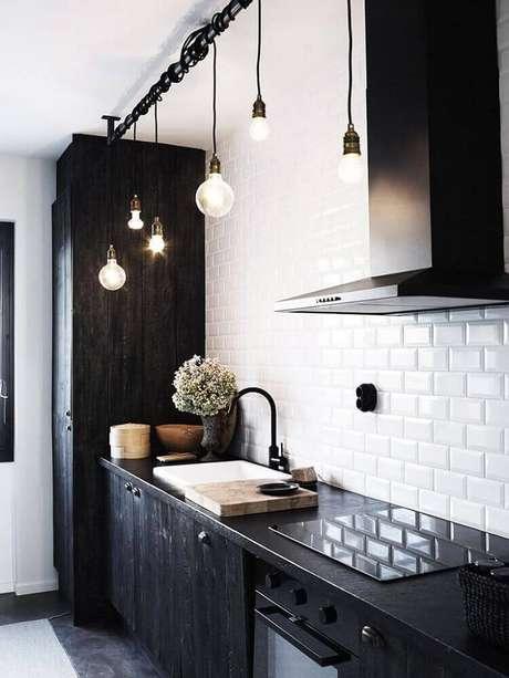 11. Modelo minimalista de pendente para bancada de cozinha