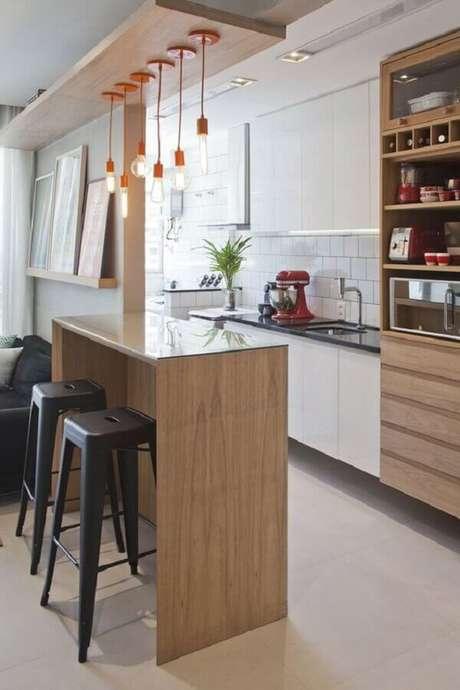 76. Pendentes para cozinha americana pequena e simples – Foto: Revestindo a Casa