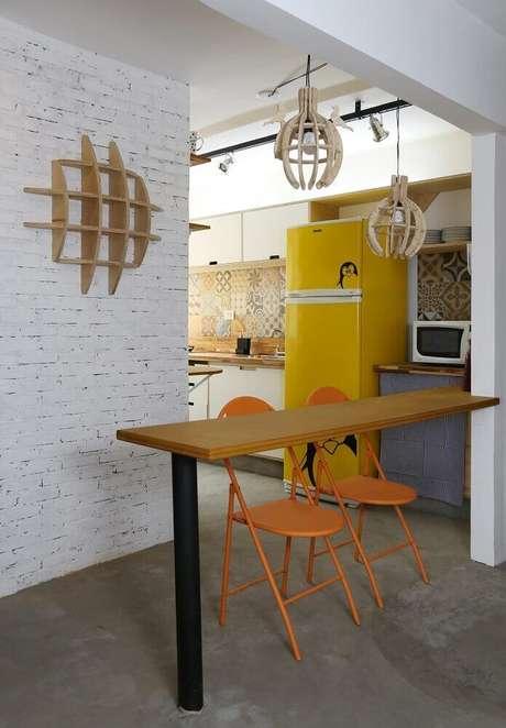 1. Modelo de pendente para cozinha americana com armação de madeira