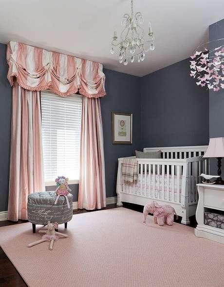 4. Decoração com estilo clássico para quarto de bebê cinza e rosa – Foto: Futurist Architecture