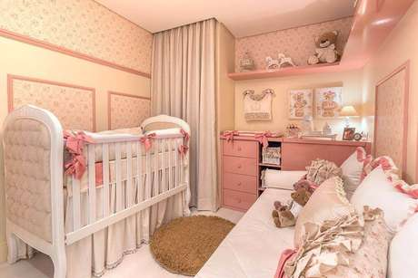 7. A decoração de quarto de bebê rosa e bege também é um clássico – Foto: Elizza Valente