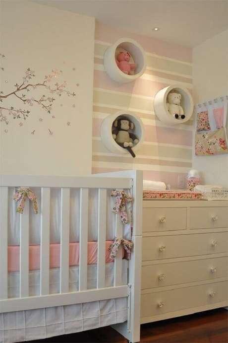 2. Para o quarto de bebê pequeno prefira tonalidades claras na decoração – Foto: Casar É…