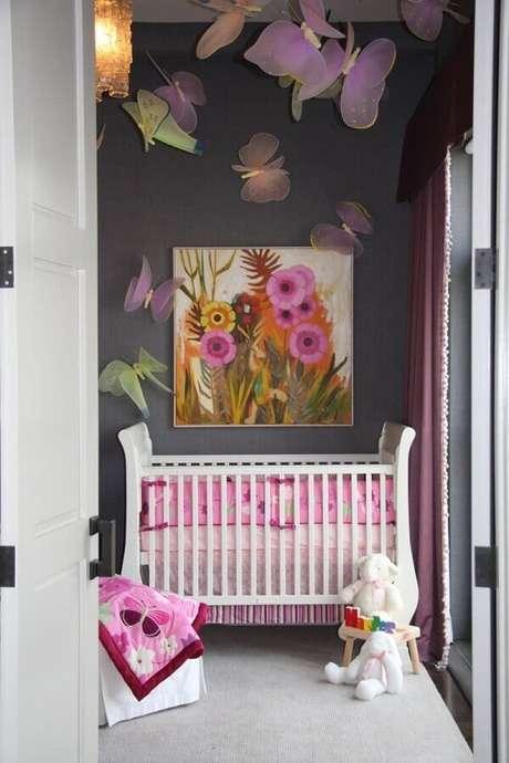 44. Quarto de bebê cinza e rosa decorado com borboletas de tecido – Foto: Pinterest