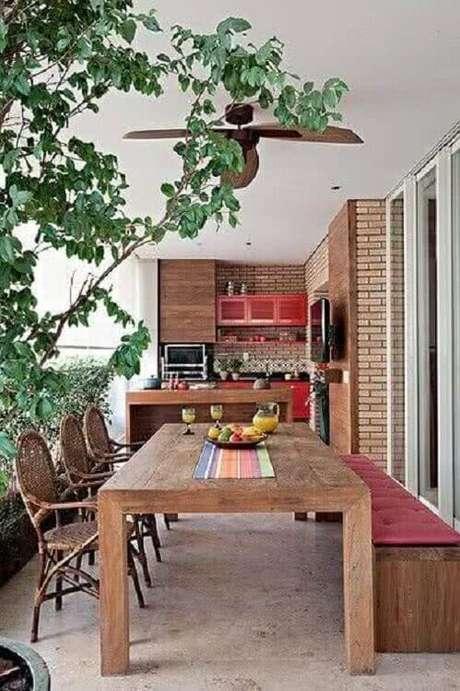 6. A varanda do seu apartamento também pode se transformar em uma área gourmet rústica simples – Foto: Pinterest