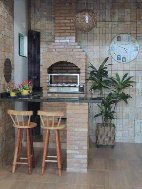 46. Decoração rústica para área gourmet simples com churrasqueira de tijolinho – Foto: Dcore Você