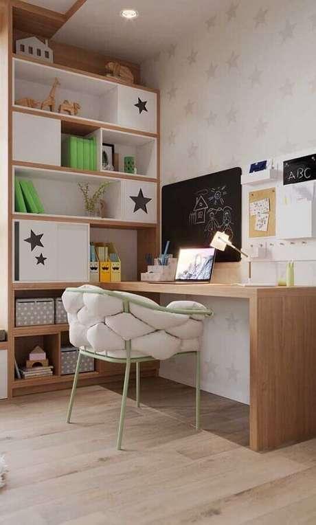15. Invista em nichos e prateleiras para ajudar na sua organização do cantinho de estudo – Foto: Pinterest