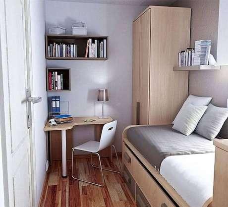 27. Cantinho de estudo simples e pequeno para quarto com móveis de madeira – Foto: 33Decor