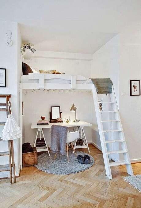 29. Cantinho de estudo simples embaixo de cama mezanino – Foto: We Heart It