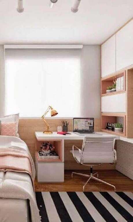 35. Decoração de cantinho de estudo pequeno para quarto feminino planejado em branco e rosa – Foto: Pinterest