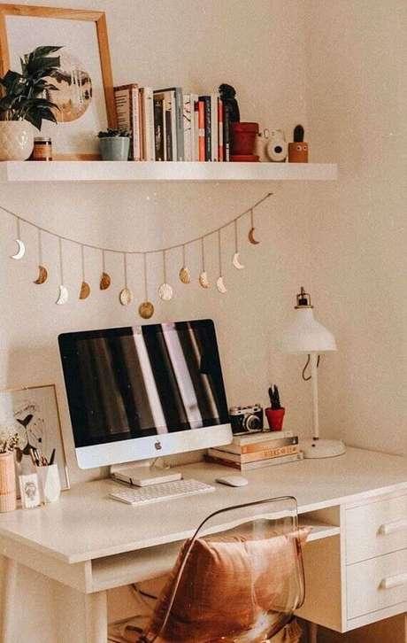 54. Decoração simples para cantinho de estudo Tumblr todo branco – Foto: Homedit