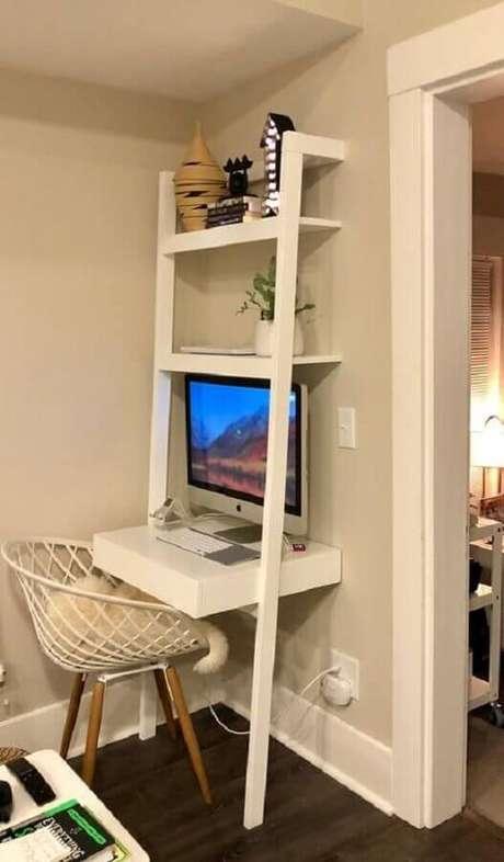 56. Invista em móveis de qualidade e que ajudem na organização do cantinho de estudo pequeno e simples – Foto: Erica Breeding