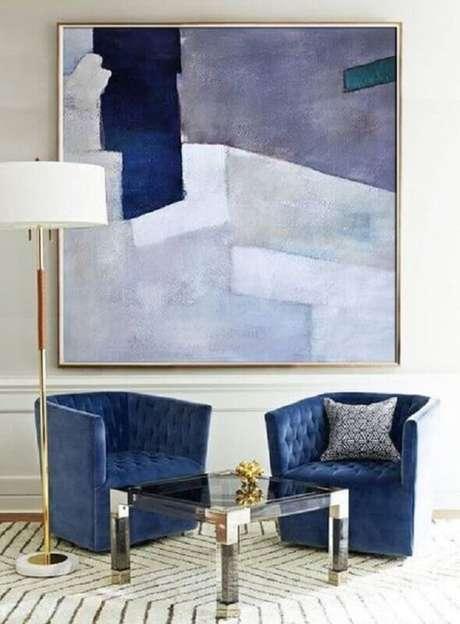 10. Decoração para sala com quadro abstrato azul em vários tons – Foto: Pinterest