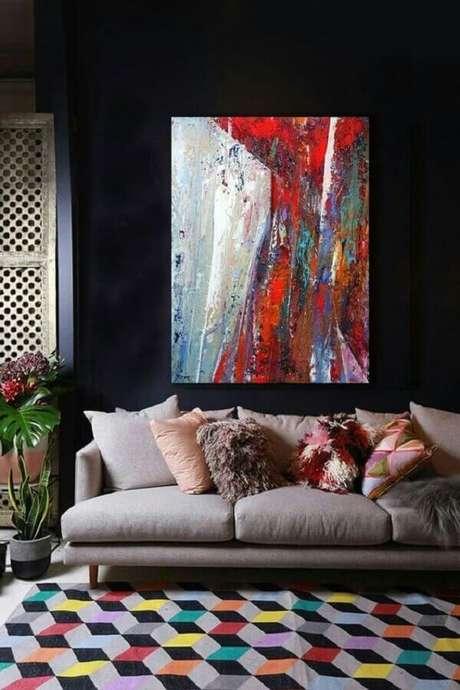 14. Decoração com tapete colorido e quadros para sala abstrato – Foto: Artfinder