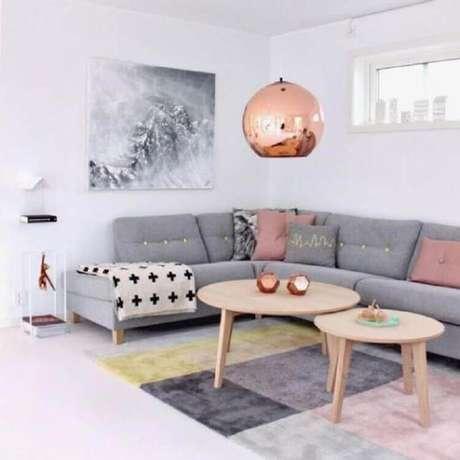 31. Quadro abstrato para decoração de sala cinza e rosa – Foto: Pinterest