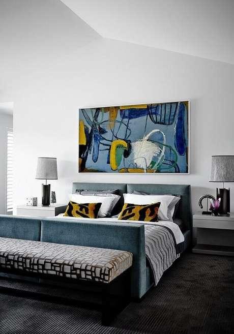 38. Quadro abstrato azul para decoração de quarto de casal amplo – Foto: Deavita