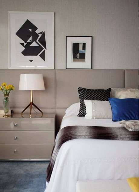 49. Quadros decorativos abstratos para quarto de casal moderno – Foto: Paula Magnani Arquitetura
