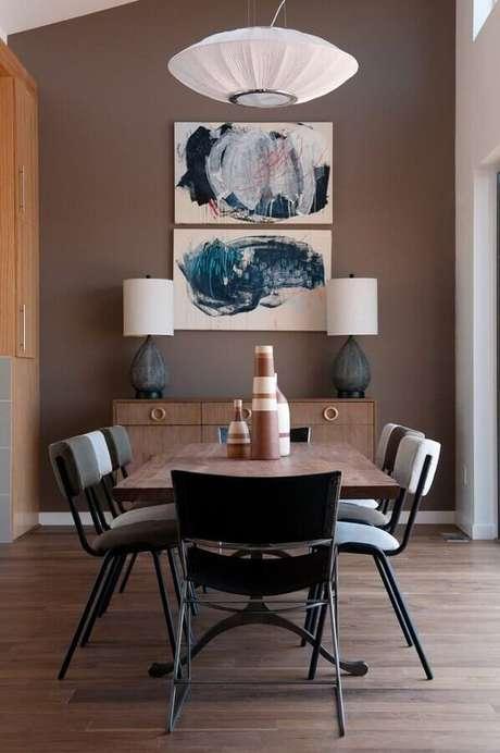 51. Quadros decorativos abstratos para sala de jantar decorada em tons de marrom – Foto: Houzz