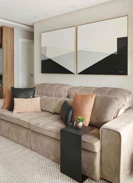 52. Sala de corada com sofá bege e quadro abstratos geométricos – Foto: Ideias Decor