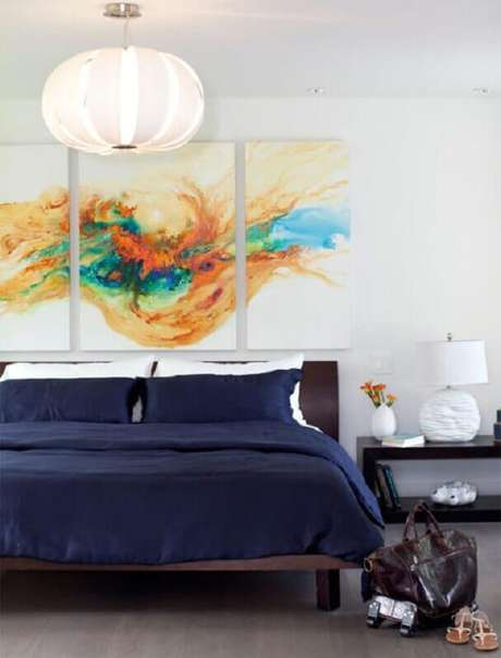 54. Quarto decorado com quadros decorativos abstratos – Foto: Pinterest