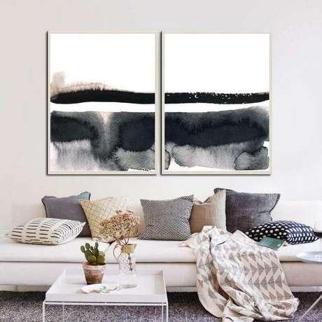 65. Decoração de sala com várias almofadas e quadro abstrato moderno preto e branco – Foto: Murilo Carvalho