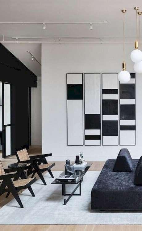 66. Sala moderna preta e branca decorada com quadros decorativos abstratos – Foto: Pinterest