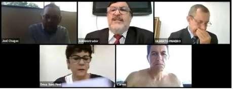 Na sessão online do Tribunal de Justiça do Amapá (TJ-AP), o desembargador Carmo Antônio de Souza sentou-se de frente para a sua tela sem camisa, sem ter noção de sua câmera estava ativada.