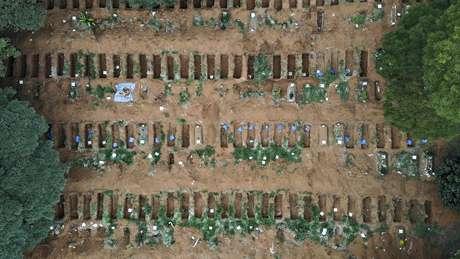 Vista aérea do Cemitério Vila Formosa, na zona leste de São Paulo (SP)