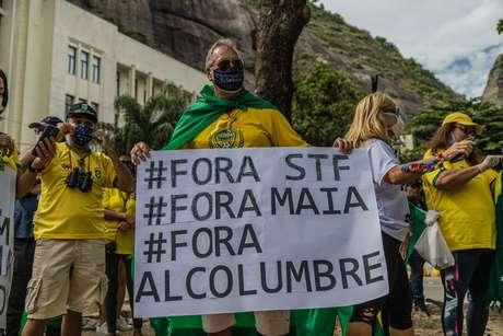 Apoiadores do presidente da República, Jair Bolsonaro, realizam manifestação diante da unidade militar da Escola de Comando e Estado-Maior do Exército (ECEME), na Praia Vermelha, na zona sul do Rio de Janeiro