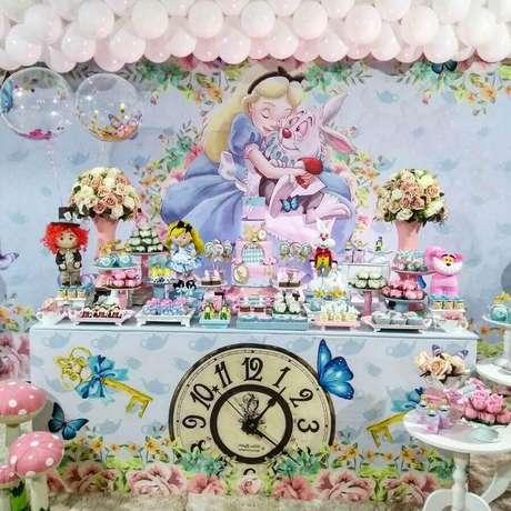1. Decoração de festa Alice no País das Maravilhas em tons pastéis – Foto: Catch My Party