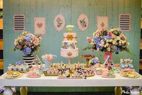 56. Decoração de festa Alice no País das Maravilhas simples e rústica – Foto: Pinterest
