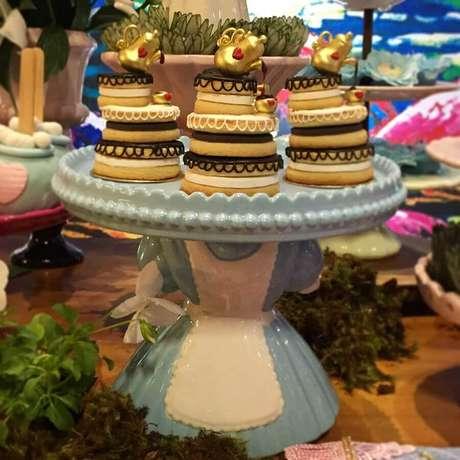 57. Lindos doces decorados para Alice no País das Maravilhas festa infantil – Foto: A Fada Madrinha