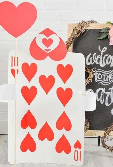59. Invista em cartas de baralho para a sua decoração de festa Alice no País das Maravilhas – Foto: Pinterest