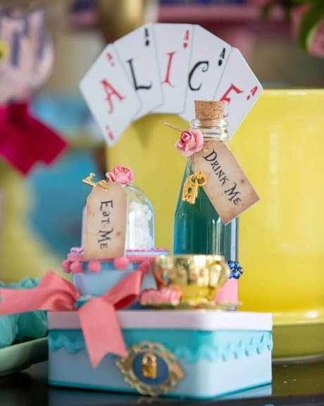 62. Ideia para decoração de festa de quinze anos Alice no País das Maravilhas – Foto: Roberta da Mata