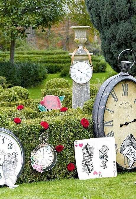 63. Jardim decorado para festa de quinze anos Alice no País das Maravilhas – Foto: Ultimas Decoração